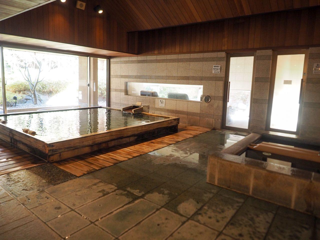 モダンな佇まいの館内。さらにお風呂の数は、界NO.1