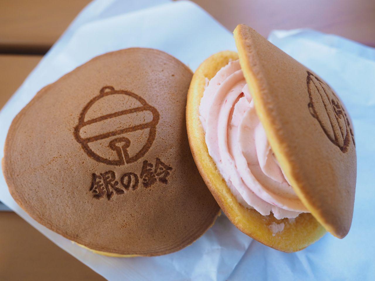 銀の鈴が愛らしい!東京駅限定パンケーキ