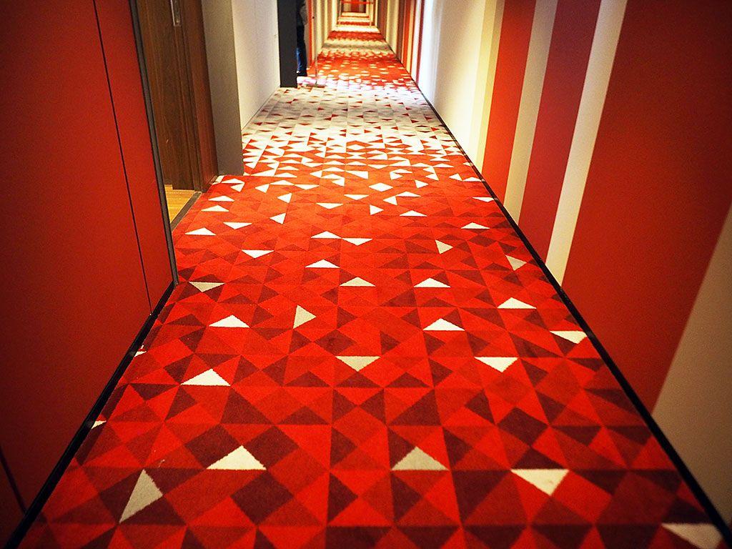 まるで美術館!デザインが異なるエレベーターホールもチェック