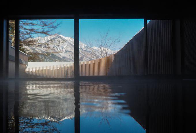 アルプスの美しい景色を眺めながら贅沢に湯浴み