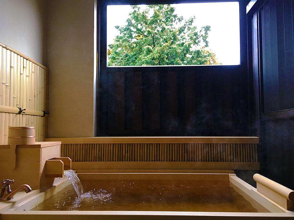 全室温泉が楽しめる露天風呂付きの贅沢空間