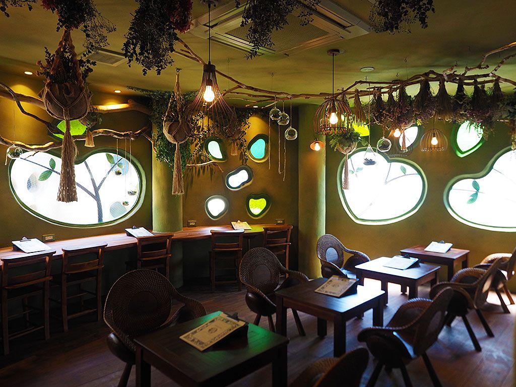 吉祥寺プティット村にはオシャレなカフェ&雑貨店も