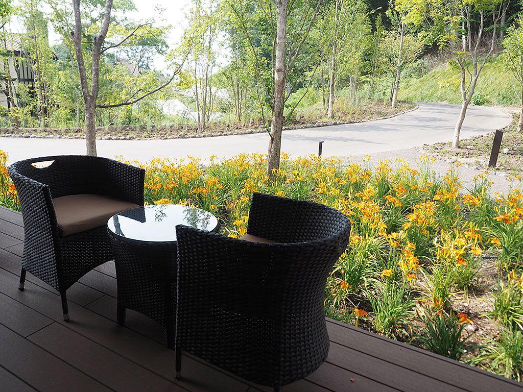 軽井沢の森時間を楽しめるカフェへ