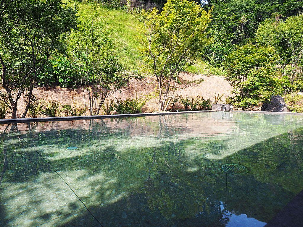 高原リゾートならでは!濃い緑に囲まれた日帰り天然温泉