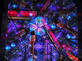 万華鏡の中へ!西尾「三河工芸ガラス美術館」で色を巡る幻想体験