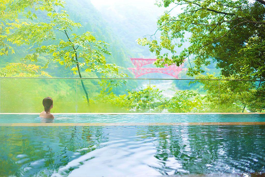絵画のような絶景✕温泉を同時に楽しめる特別な場所
