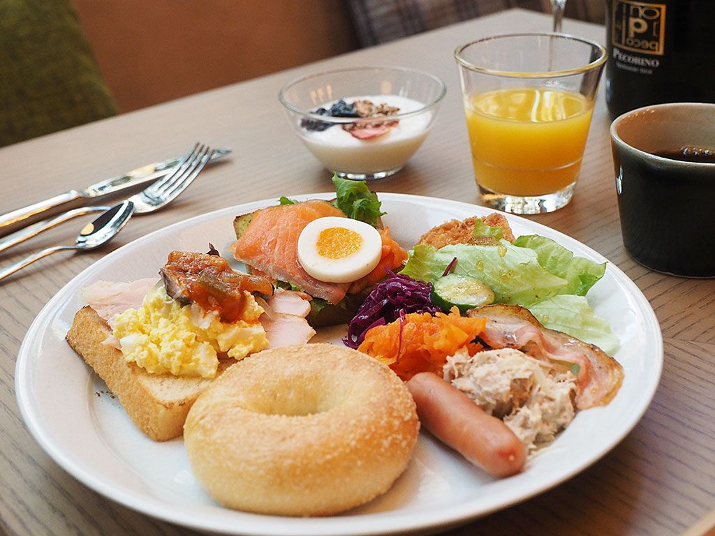朝食は、洋食+和食+スパークリングワイン!