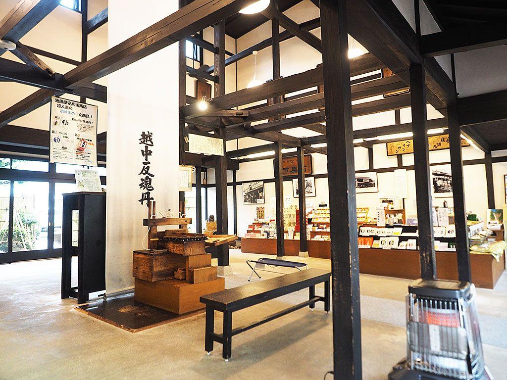 富山「池田屋安兵衛商店」で出会う、安心かわいい薬の世界
