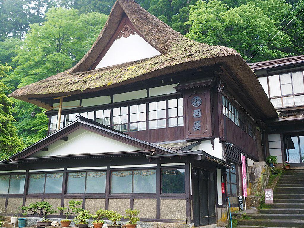 築200年!美しき茅葺屋根の宿「湯滝の宿 西屋」