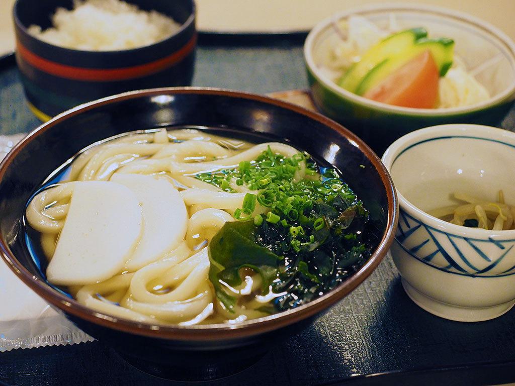 朝食は香川直送の手打ちうどんがオススメ