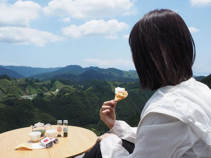 茶畑絶景に包まれて、お茶会スタート