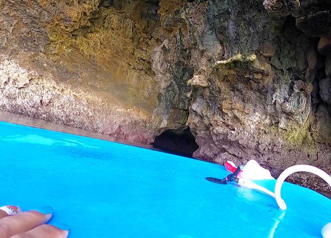 探検家気分で洞窟の中へ