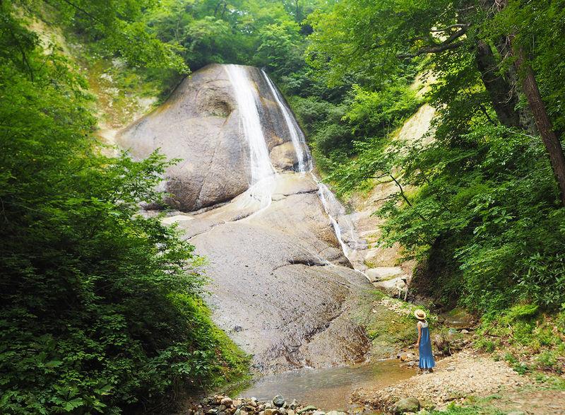 滝にスヌーピーがいた!可愛い名瀑「みろくの滝」で青森・田子町観光