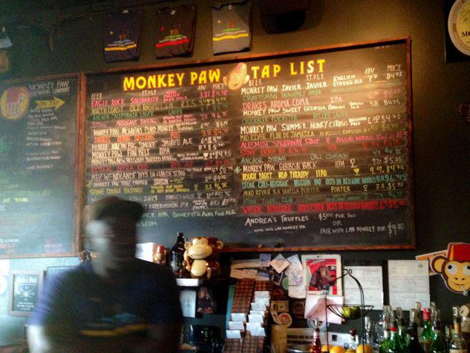 3.かわいいサルがシンボルマーク「Monkey Paw Pub & Brewery」