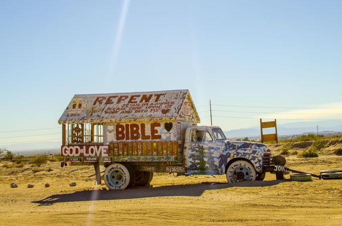 車好きならカラフルな車アートが絶好の撮影場所