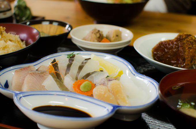 島唯一の丸山食堂で新鮮な魚介類とかわいいハート型のコロッケを食べよう!