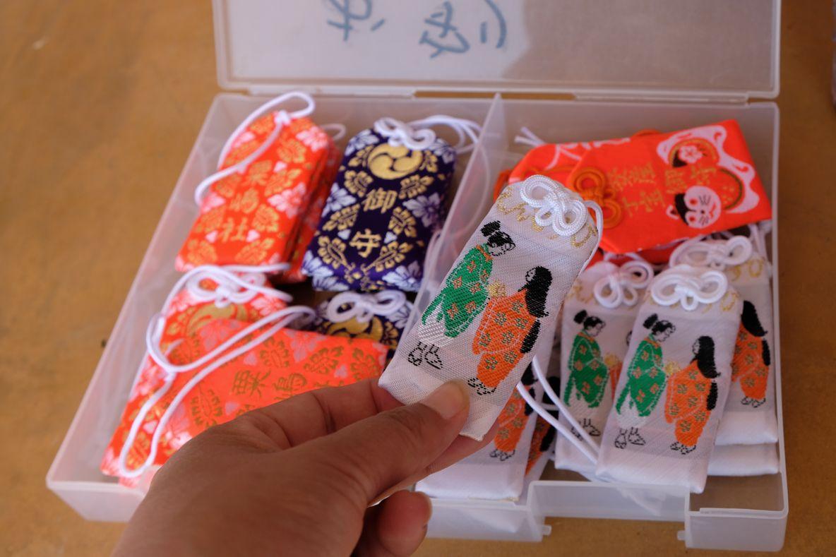 海に突き出た珍しい「粟嶋神社」のハート岩に願いを!