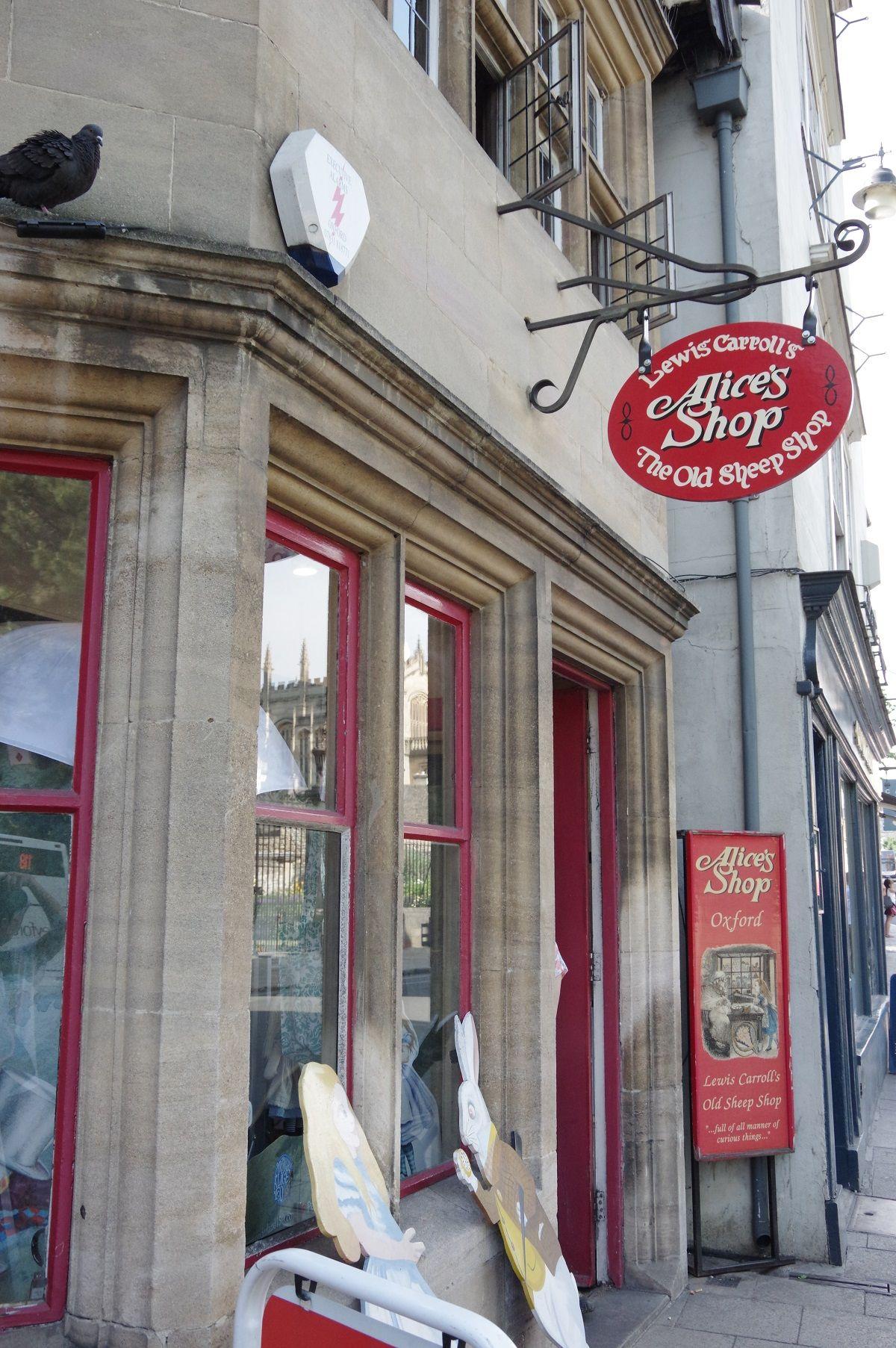 本物のアリスも買い物した?!「Alice's Shop」