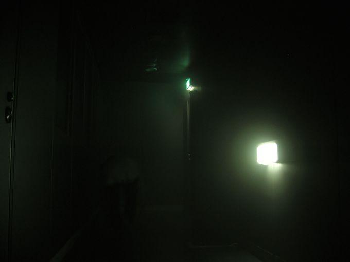 防災シアターでビデオ視聴、その後はいよいよ体験へ!!ビルの中での火事対策!避難口誘導灯は命への道!