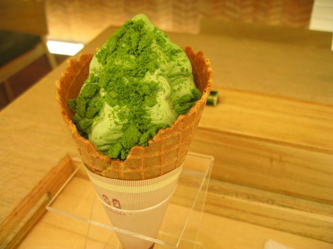 京都駅で茶の菓を使用したスイーツを。