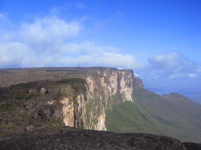 世界最後の秘境、ギアナ高地・ロライマ山頂は地球最古の姿
