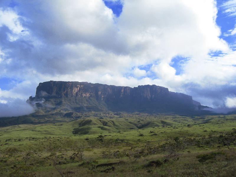 ベネズエラの天空の城!ギアナ高地・ロライマ山トレッキングツアー