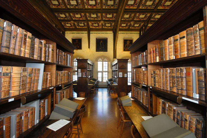 英・オックスフォード大学『ハリー・ポッター』ロケ地でホグワーツの大広間と図書館に興奮!