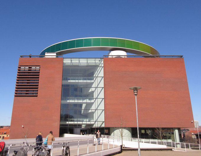 デンマーク第二の都市・オーフスにある「アロス・オーフス美術館」