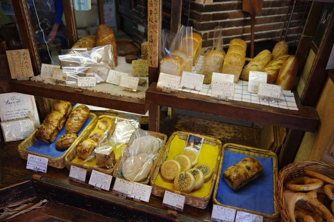 古いロッジのような「ルヴァン」は天然酵母のパン屋さん