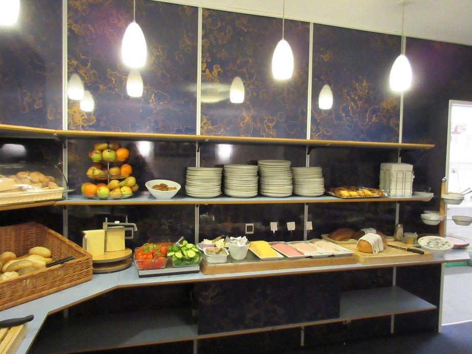 デンマークの朝食をビュッフェ形式で