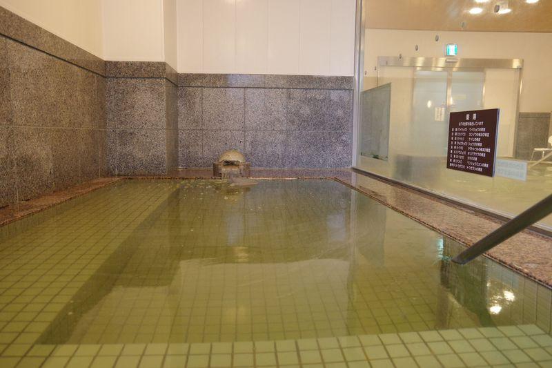 国宝・二王門の近くにある美肌の湯「あやべ温泉 二王館」