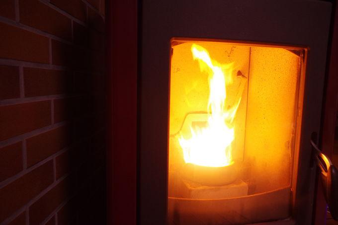 冬には暖炉でぬくぬく。ラウンジでのんびり過ごそう