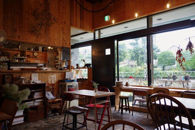 アートを気軽に楽しめる空間「Art Space & Cafe Barrack」