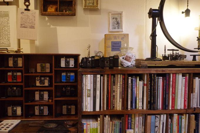 カメラ、サブカル雑誌、古道具…店主こだわりの空間