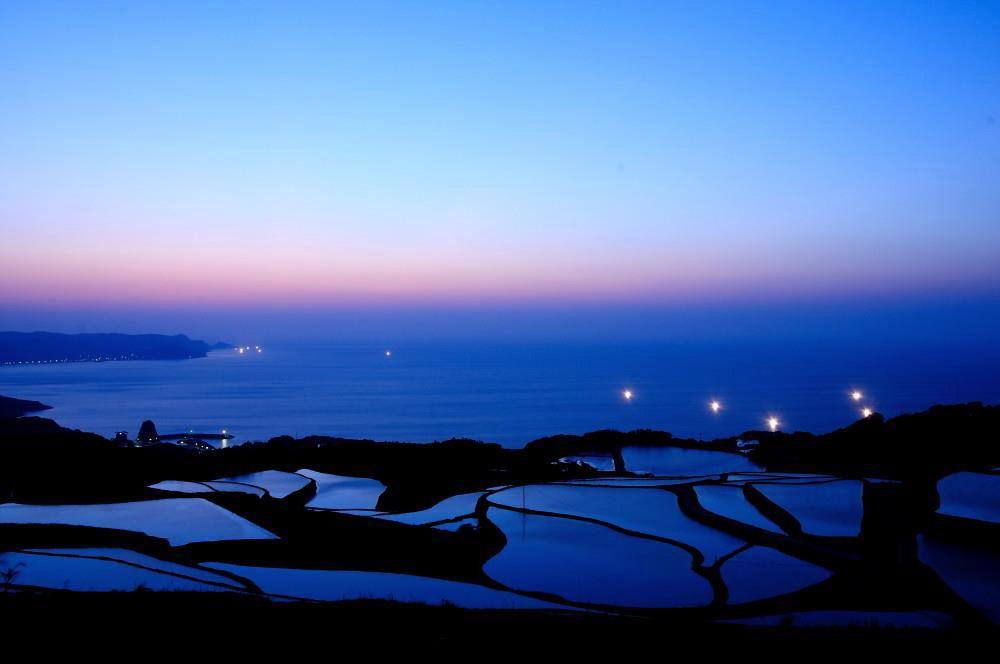 日本海との調和がすばらしい「東後畑の棚田」