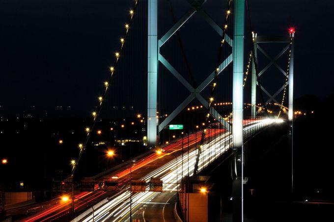 関門橋を間近に見るなら、門司側の「めかり第2展望台」で。