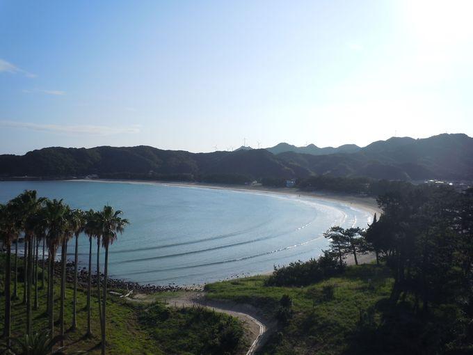 宿自慢の眺め、美しい弧を描く弓ヶ浜海岸。