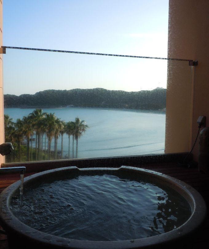 弓ヶ浜を眺めながら入浴できる、客室露天風呂。