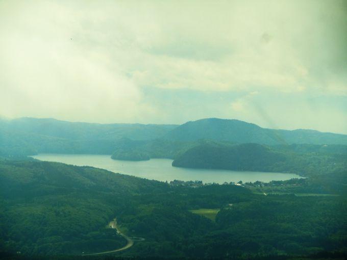 山の上の湖