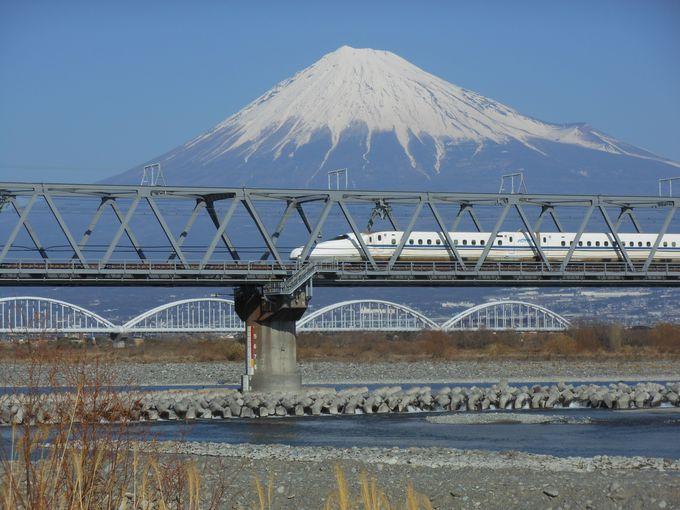 富士山と新幹線のコラボが綺麗!