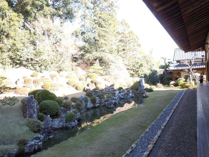 静寂の中で感性を感じる庭園