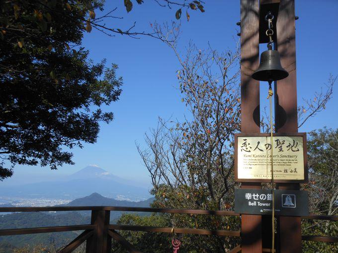 富士山が見守る!?幸せの鐘