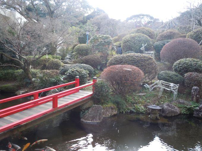 温泉の名前の由来となった名庭園!蜂の巣庭園