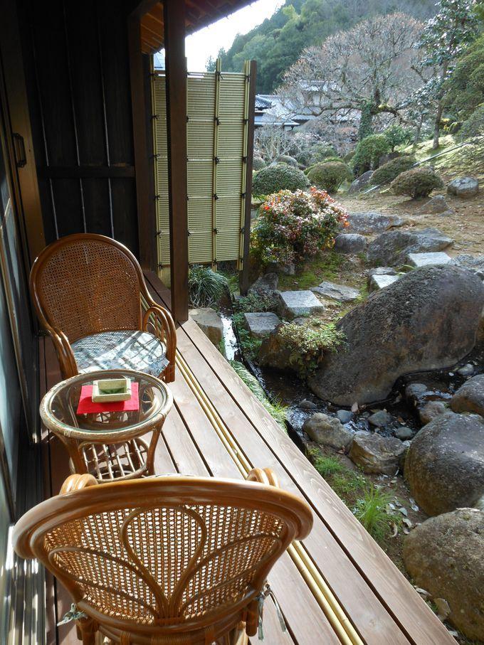 自然に溶け込んだ静かな温泉宿