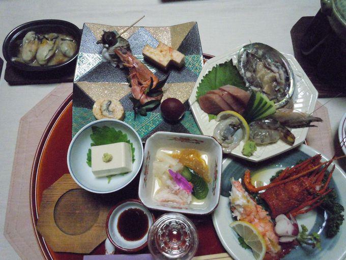 伊豆の食材をふんだんに使った豪勢な料理!