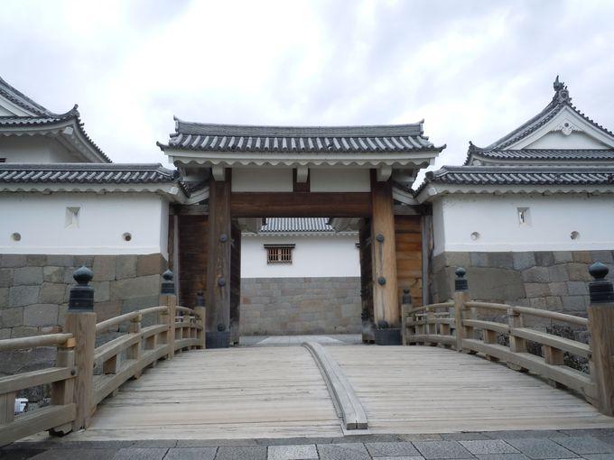 公園に入るなら一押しの橋!「東御門橋」