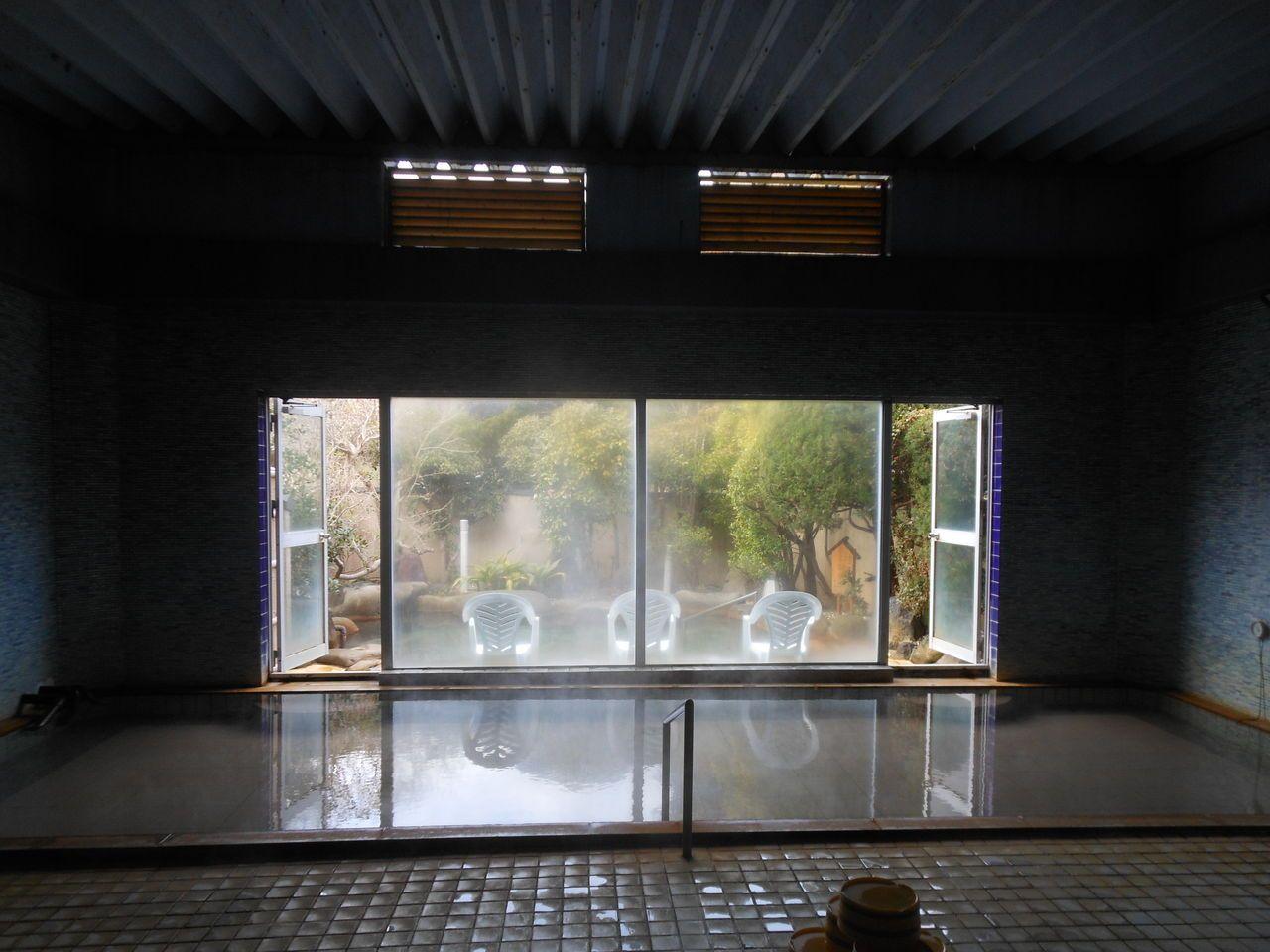 広〜い!寛ぎサイズの格別な浴室