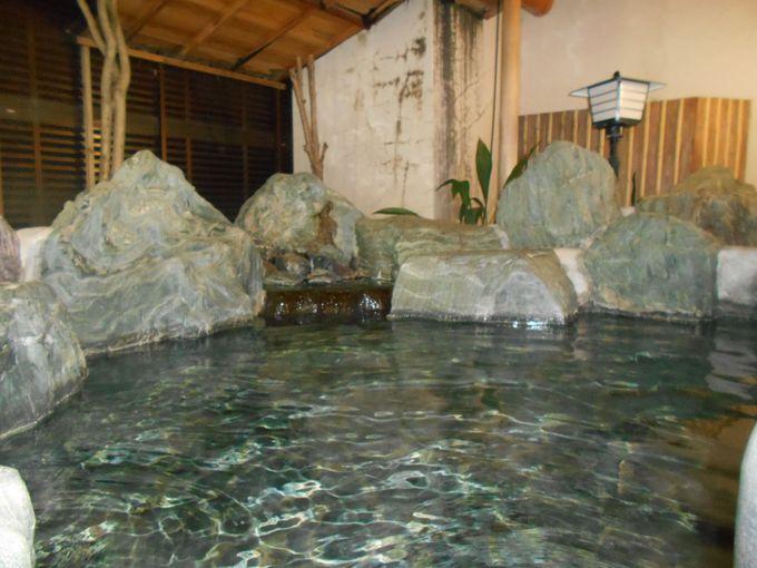 あなたは、どちらの湯が好みですか?入り比べも楽しめる至福の温泉