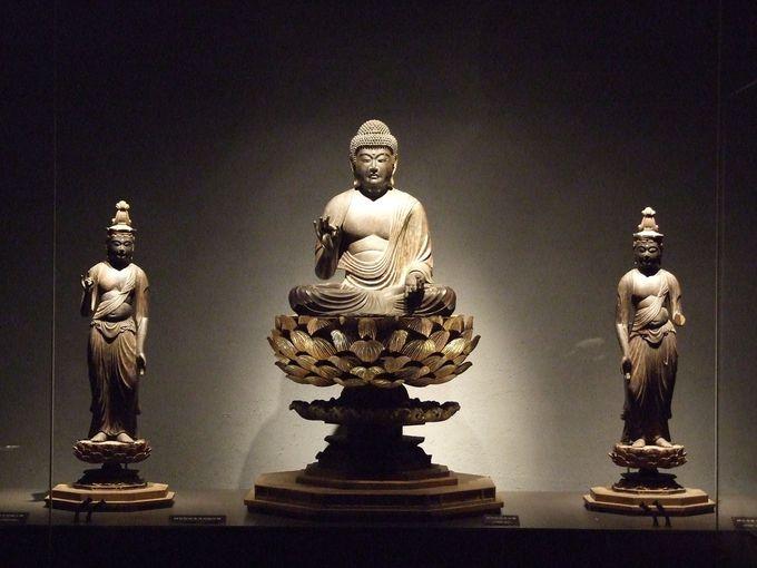 仏像の世界に引き込まれるっ!圧巻の展示室
