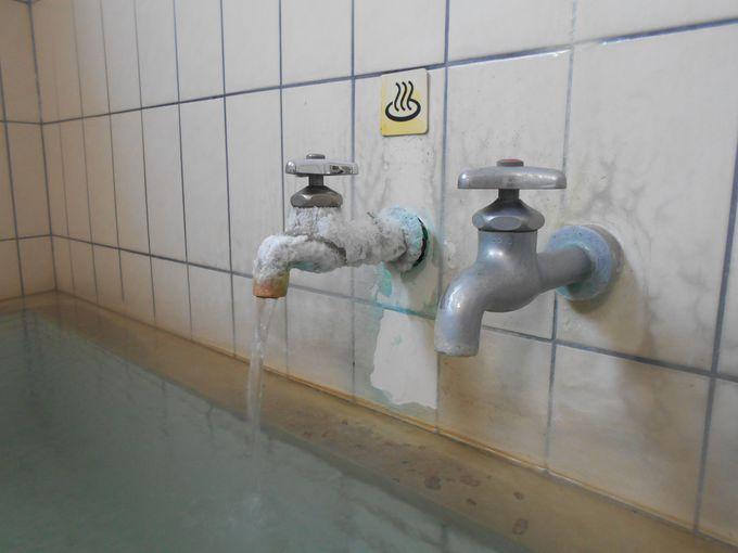 温泉マニアに堪らないっ!共同浴場風の浴槽で源泉かけ流し100%